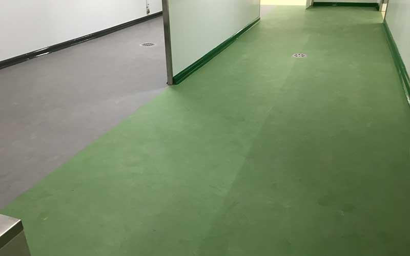 revêtement sol hôpital clinique en résine ou ciment
